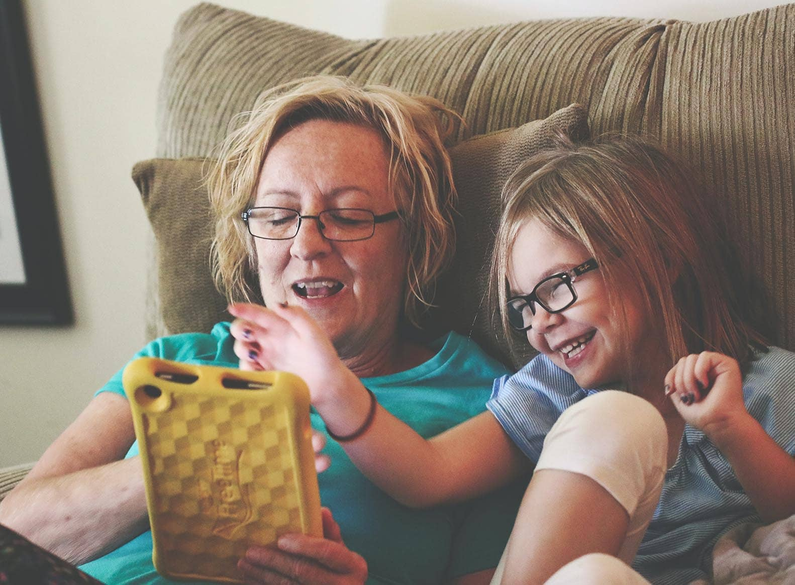 mother and child looking at ipadtext online sensory processing assessment